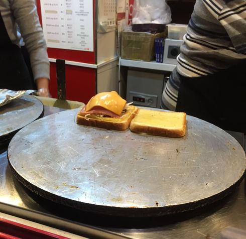 おひとりソウル その20 韓国式トースト大好き♪&バニラコのポーチ♪_f0054260_174249.jpg