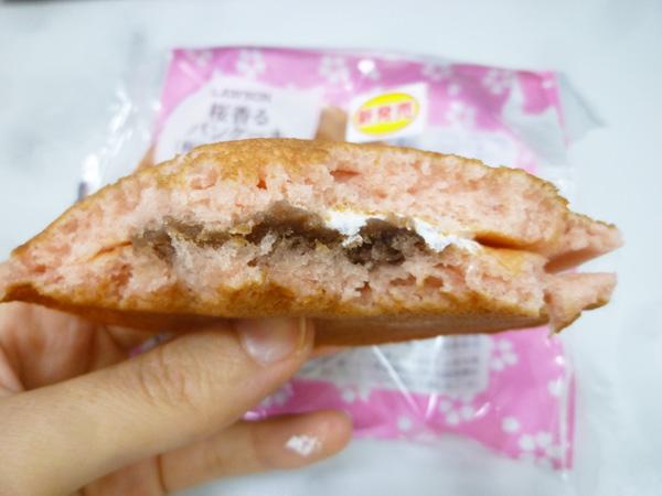 桜香るパンケーキ(桜あん&ホイップ)@ローソン_c0152767_22105139.jpg