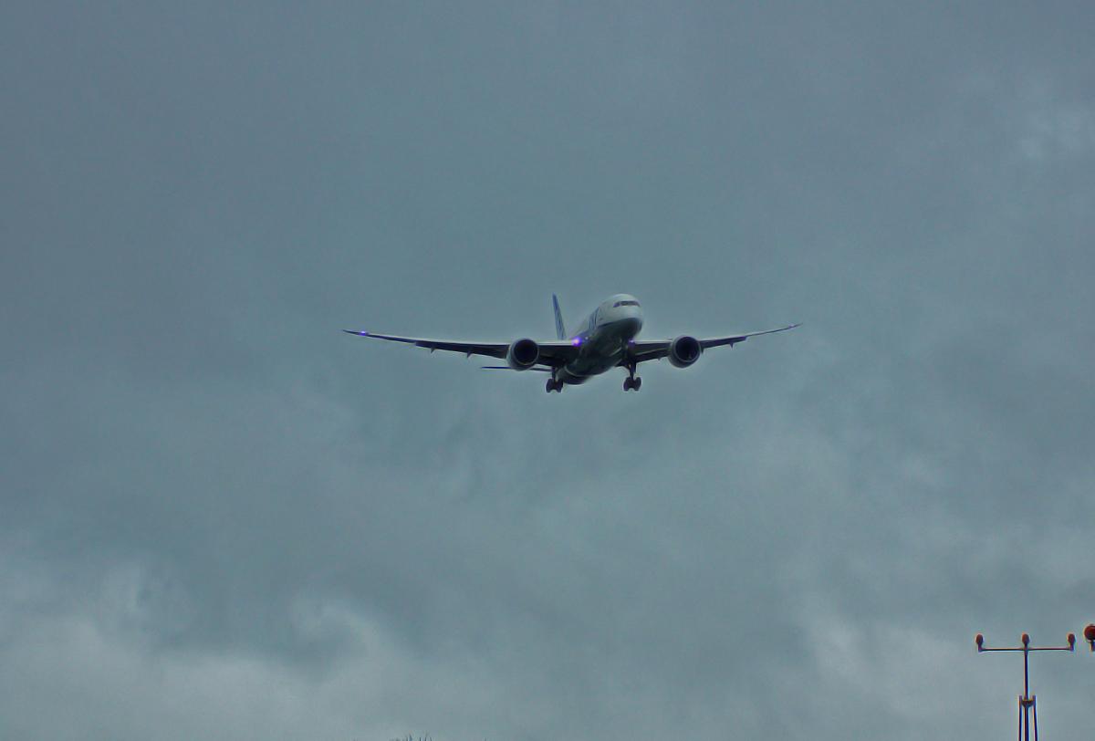 ジェット機の軌跡。_b0044115_8282327.jpg