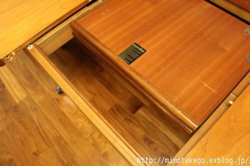暮らし方に合わせて変化するダイニングテーブル_e0343145_00115164.jpg