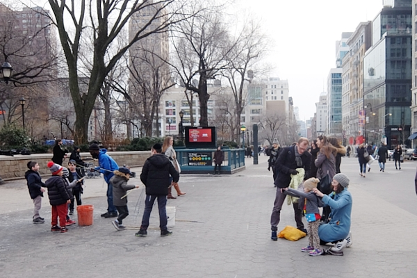NYのユニオン・スクエアの平凡な日常シーン_b0007805_1934251.jpg