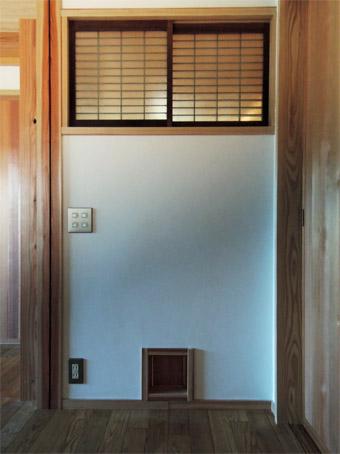 みたかの家の猫ドアが完成しました。_c0195909_14343869.jpg