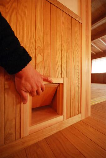 みたかの家の猫ドアが完成しました。_c0195909_14344857.jpg