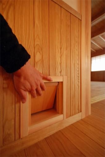 みたかの家の猫ドアが完成しました。_c0195909_14345322.jpg