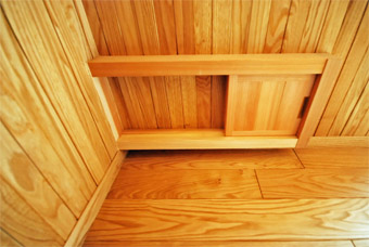 みたかの家の猫ドアが完成しました。_c0195909_1435187.jpg