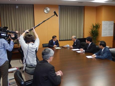 2016. 2.25 新国立競技場に木椅子の導入を!_a0255967_15325697.jpg
