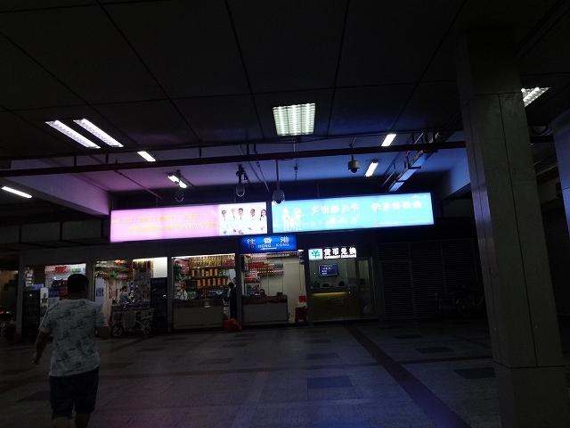 銅鑼灣の誠品書店へ向かって _b0248150_11130272.jpg