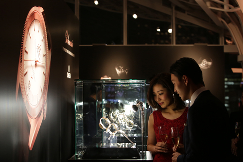 """オメガ、世界初の""""マスター クロノメーター""""搭載モデル グローブマスター発表を日本で祝う_f0039351_13474864.jpg"""