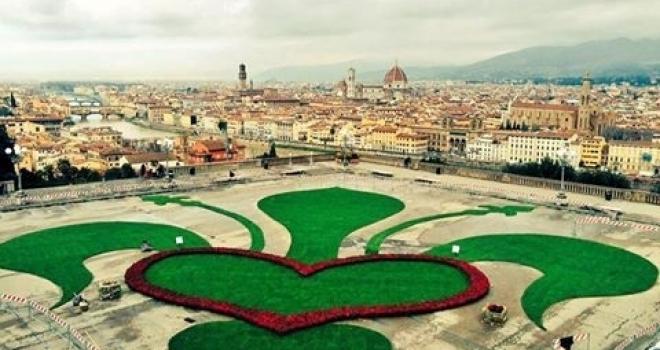 ミケランジェロ広場の巨大なフィレンツェ愛_a0136671_1205413.jpg