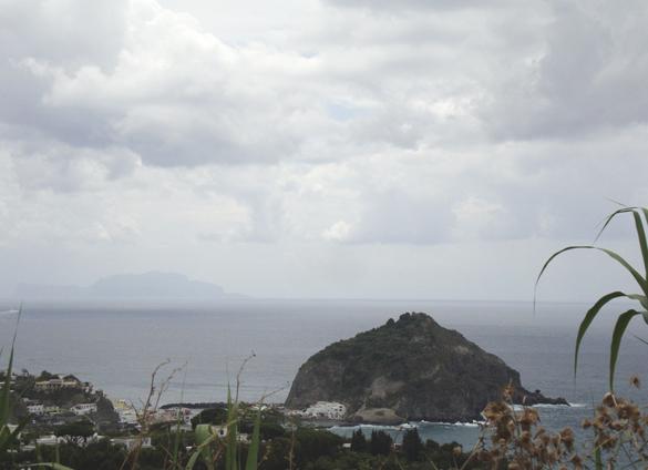 イスキア島2. 波と格闘しながら海中温泉にいざダイブ!!_f0205783_19115695.jpg