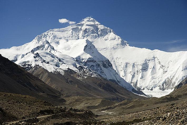 残される遺体たち…道しるべのためにエベレストに放置される200体以上の遺体_b0163004_06053927.jpg