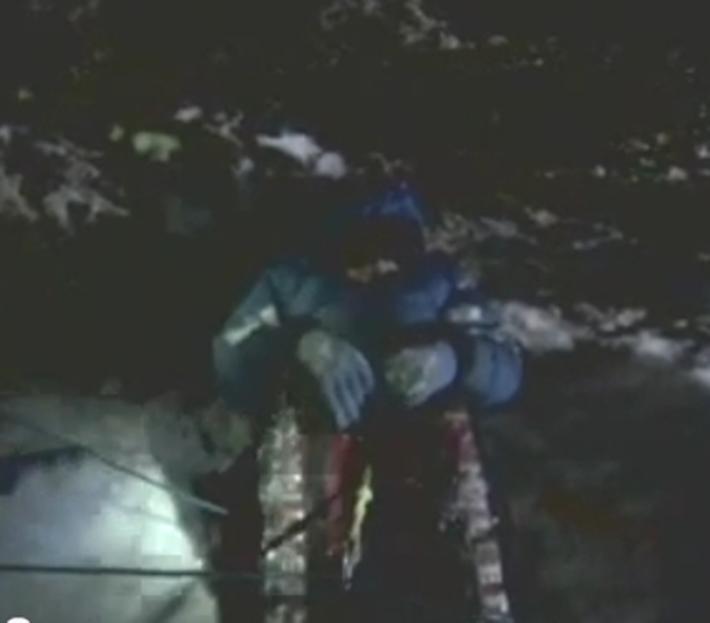 残される遺体たち…道しるべのためにエベレストに放置される200体以上の遺体_b0163004_06214647.jpg