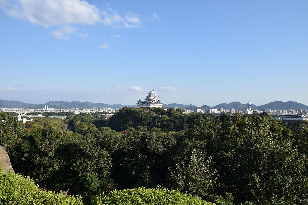 白鷺の天守閣がよみがえった姫路城を歩く。 その10 ~男山・千姫天満宮・配水公園~_e0158128_19333640.jpg