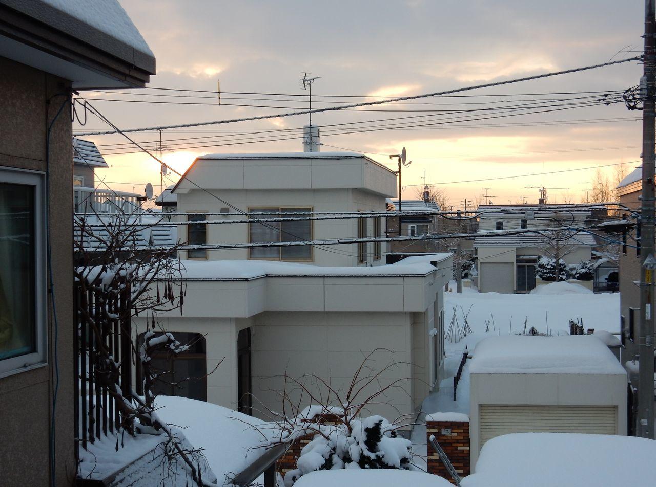 寒さが底を脱したかもしれない日、積雪深が昨年を追い越す_c0025115_20304361.jpg