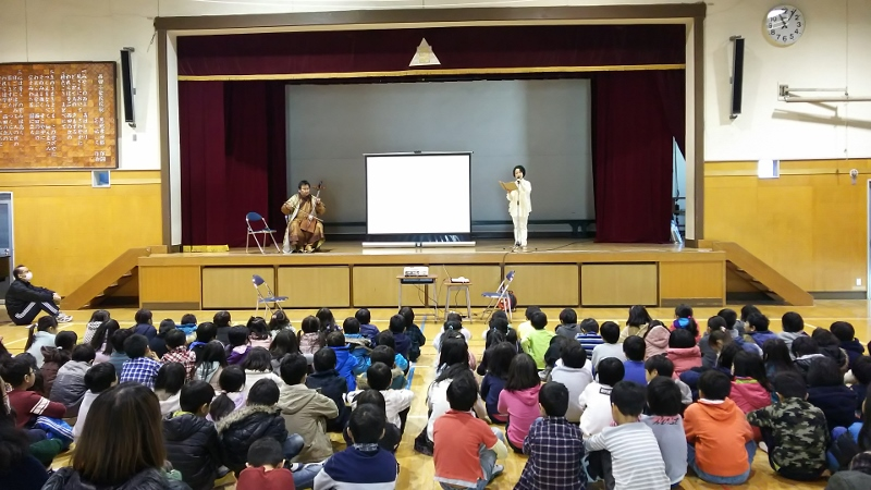毎年3学期は 馬頭琴とのコラボ公演が大好評!_e0088256_20281722.jpg
