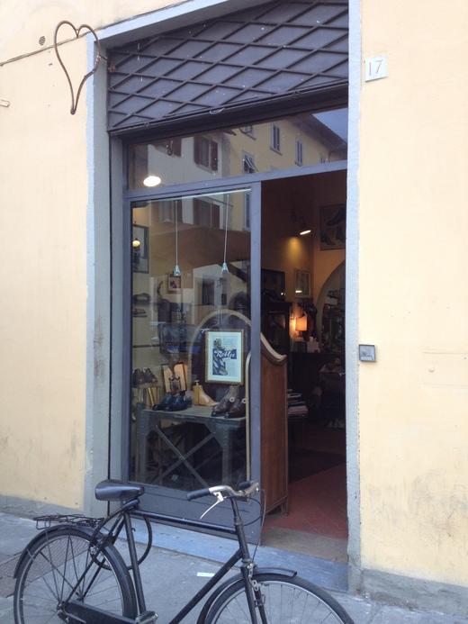 フィレンツェのオーダーメイド靴店の世界(中編)_a0136671_049314.jpg