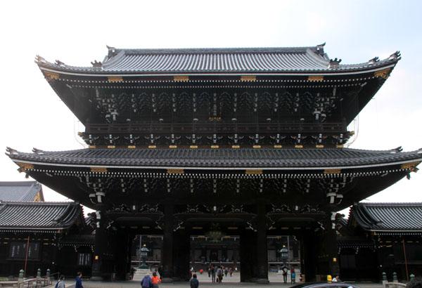 東本願寺 大山門(御影堂門)_e0048413_18111723.jpg