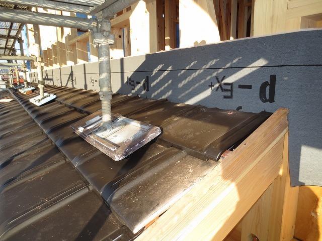 大屋根の本格和室の家⑥(瓦工事)_c0220930_17333518.jpg