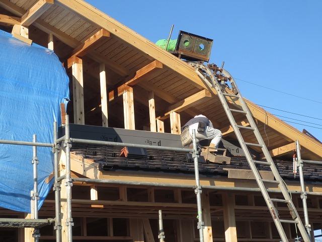 大屋根の本格和室の家⑥(瓦工事)_c0220930_17333551.jpg