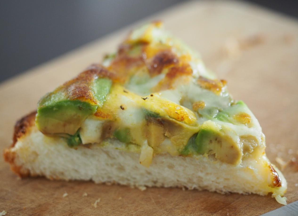 アボカドとチーズのトースト_f0134939_19103727.jpg