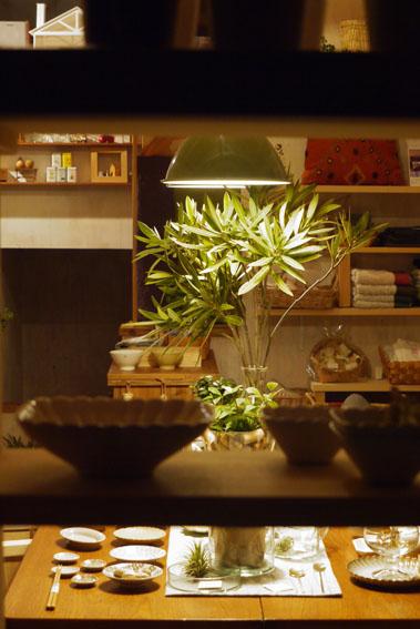 心地よい疲労感&照明に浮かぶテーブル_c0334574_1934150.jpg