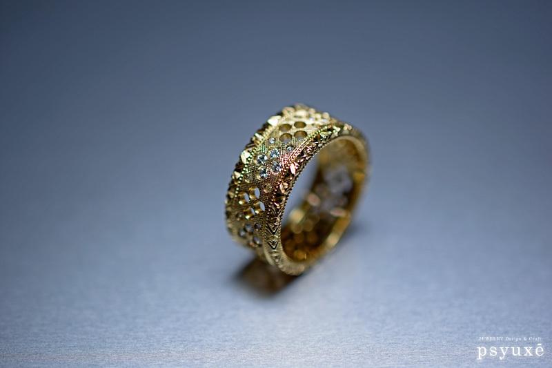ダイアモンドと透かし模様のある、洋彫りの新作リング_e0131432_09464411.jpg