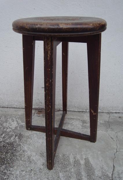 丸椅子_e0111789_1734037.jpg