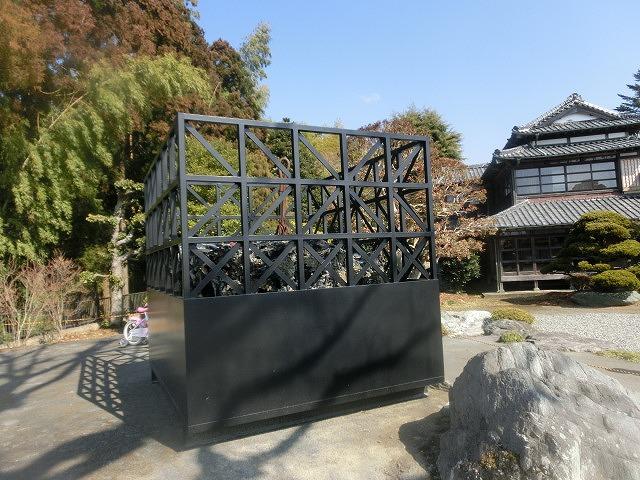 明日で東日本大震災から5年 「福島第一発電所原発建屋」をイメージした作品が富士芸術村に_f0141310_8132228.jpg