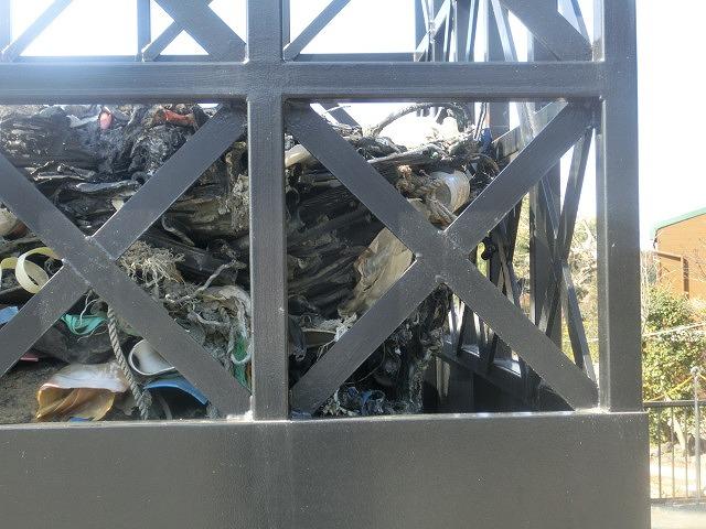 明日で東日本大震災から5年 「福島第一発電所原発建屋」をイメージした作品が富士芸術村に_f0141310_8135852.jpg