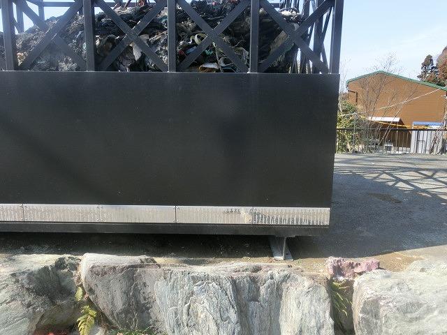 明日で東日本大震災から5年 「福島第一発電所原発建屋」をイメージした作品が富士芸術村に_f0141310_8143054.jpg