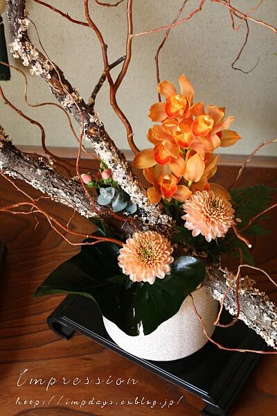 法事 床の間・玄関の花。_a0085317_18244186.jpg