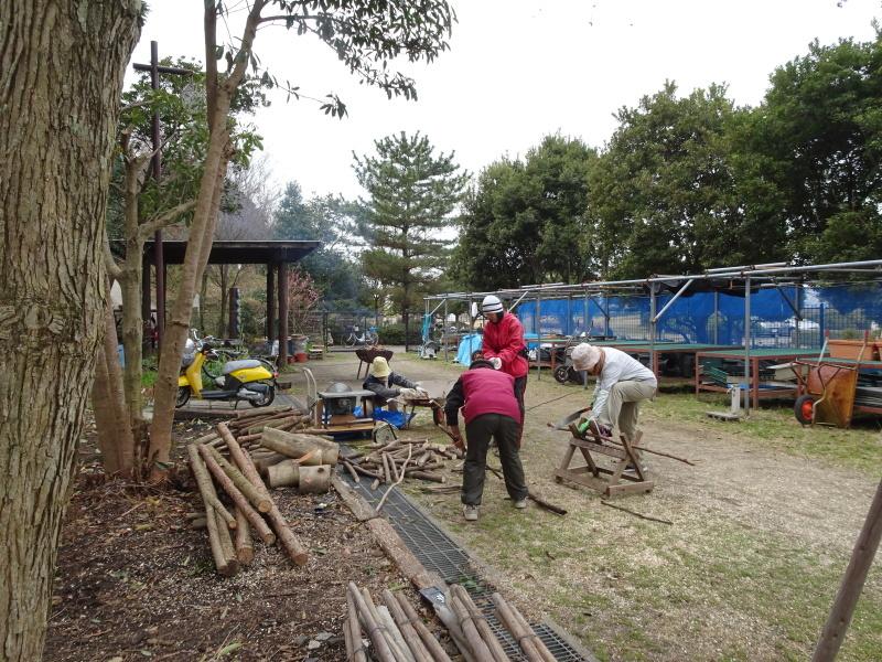 薪&杭作り&手すり作り準備・・・うみべの森_c0108460_22301028.jpg