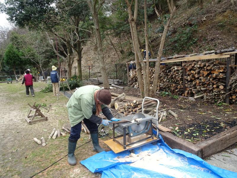 薪&杭作り&手すり作り準備・・・うみべの森_c0108460_22370590.jpg