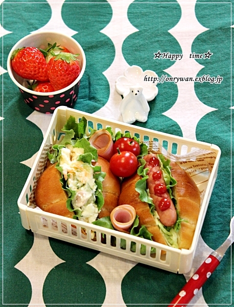 自家製バターロールでロールサンド弁当と水仙♪_f0348032_18494370.jpg