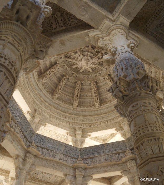 インド・ラジャスタンの旅 11 ジャイナ教の聖地ラーナクプル_a0092659_19595246.jpg