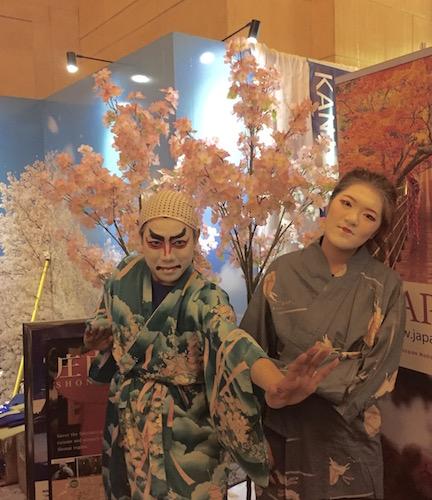グランドセントラル駅でジャパンウィーク、回る、回るよ、寿司は回るし、目も回る!_c0050387_1554717.jpg