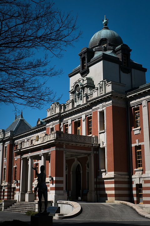 桜満開の旧地方裁判所_d0353489_21212829.jpg