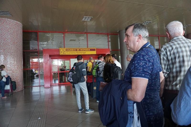 キューバ最新情報2 ホセ・マルティ空港から友人宅へ_b0019313_16363327.jpg