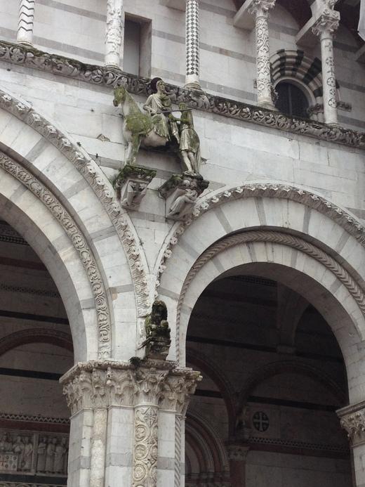ルッカのドゥオモ:ニコデモが彫ったVolto Santo_a0136671_3515451.jpg