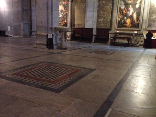 ルッカのドゥオモ:ニコデモが彫ったVolto Santo_a0136671_4335695.jpg