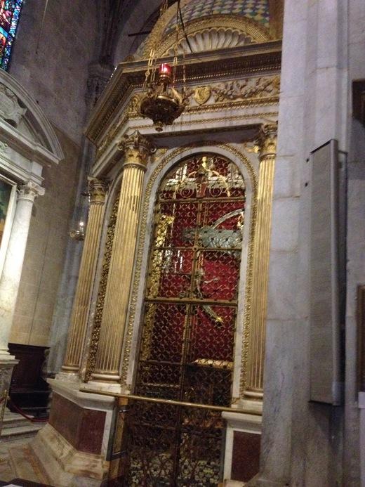 ルッカのドゥオモ:ニコデモが彫ったVolto Santo_a0136671_9211547.jpg