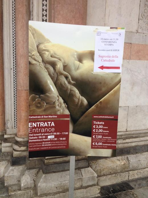 ルッカのドゥオモ:ニコデモが彫ったVolto Santo_a0136671_9344478.jpg