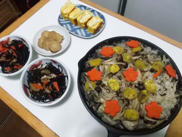 スキレットで炊き込みご飯_f0019498_11142730.jpg