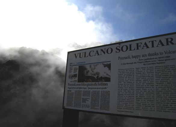 ポッツォーリ3. イタリアの大涌谷 ソルファターラ_f0205783_18111239.jpg