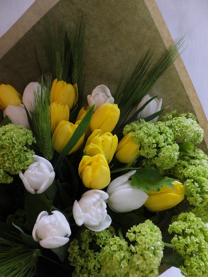 オークリーフ(お誕生日にチューリップの花を)_f0049672_1828251.jpg