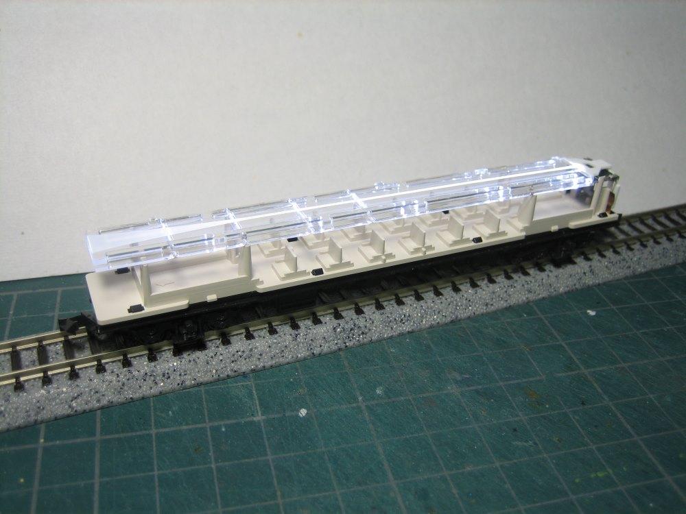 KATO 新旧白色室内灯を比較_e0120143_2245697.jpg