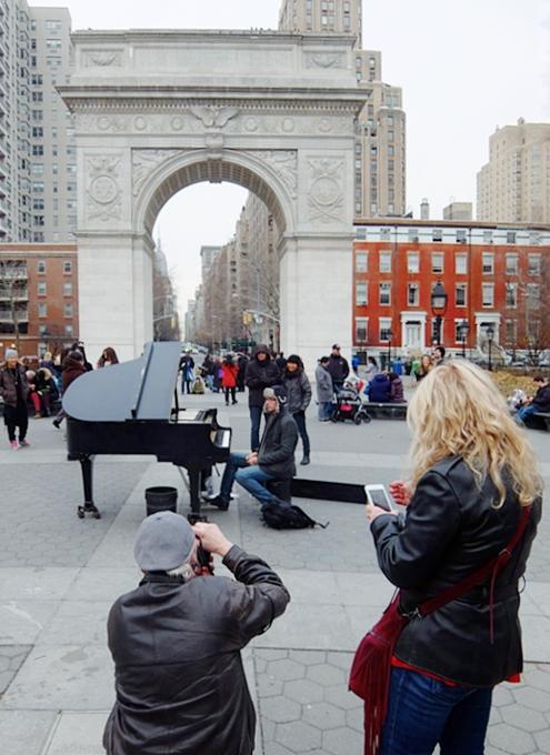 ワシントン・スクエア・パークのピアニスト、Colin Hugginsさん_b0007805_23321100.jpg