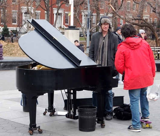 ワシントン・スクエア・パークのピアニスト、Colin Hugginsさん_b0007805_2391218.jpg