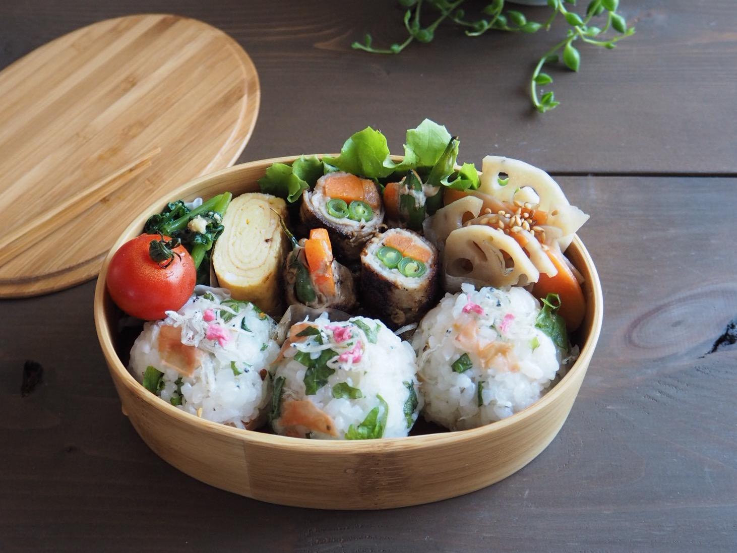 野菜の肉巻きと梅しそじゃこのおにぎり弁当_c0270834_7553462.jpg