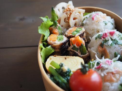野菜の肉巻きと梅しそじゃこのおにぎり弁当_c0270834_7575048.jpg